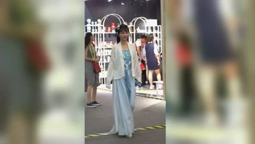 这么好看的小仙女在哪里找,当然是杭州西湖啦!