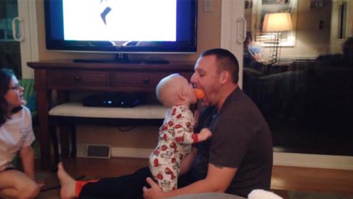 爸比一口吞下橙子!惊呆了,萌宝:吃了我的再给我吐出来!