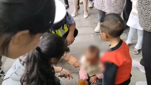 中秋节暖心一幕!小孩走失坐地上大哭 警民联手助其找妈妈