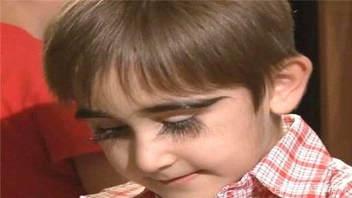 """俄罗斯""""睫毛精""""男孩,睫毛长度达4.3厘米,美女心生嫉妒!"""