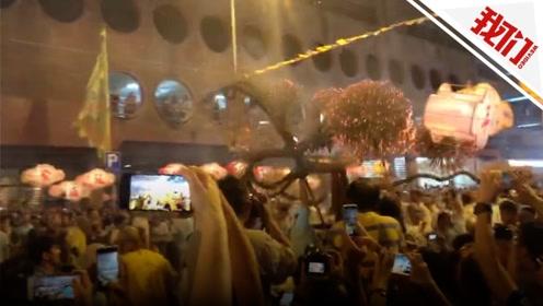 香港闹市迎中秋舞起67米长火龙 寓意起结龙团、一团和气