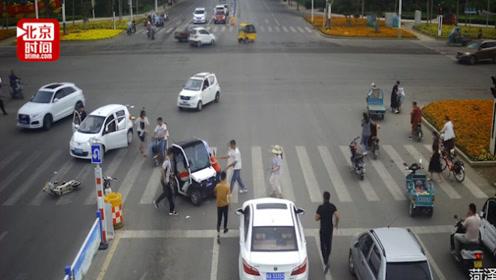 暖心!女子被撞倒卷入车底 一声招呼跑来一群人抬车救人