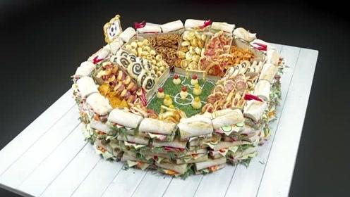 另类的蛋糕,用各种小面点搭配成一款足球蛋糕