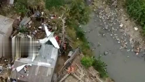 哥伦比亚一架客机坠毁已致7人丧生