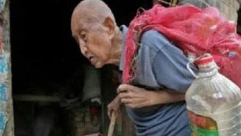 河南90岁拾荒老人,两万存款被偷无人管,亮出身份惊动当地领导
