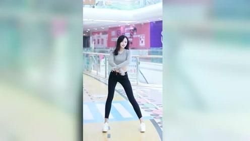 长腿美女跳舞精彩好看,舞姿带感!