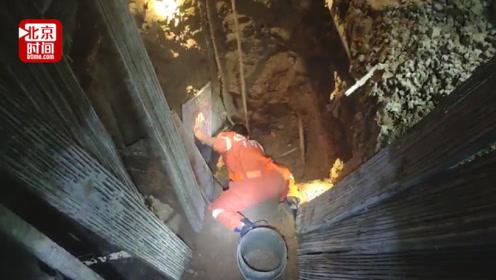 """工人被埋井底大声哭喊""""救我"""" 消防员徒手刨3小时救出"""
