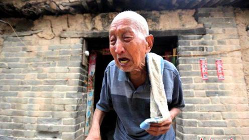 97岁拾荒老人积蓄被偷,警察发现老人身世,领导急忙探望!