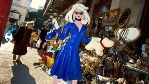 """女子将自己打扮成""""塑料娃娃"""",引领时代新潮流,网友:无法理解"""