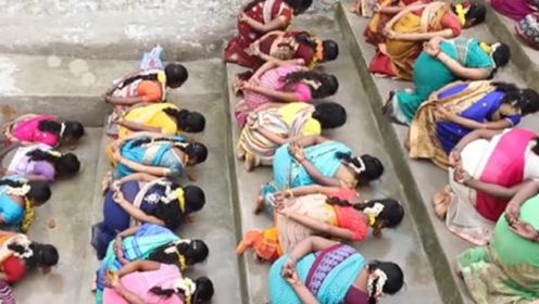 为何这些印度女人想要怀孕,却集体趴在大街上?一起来了解下