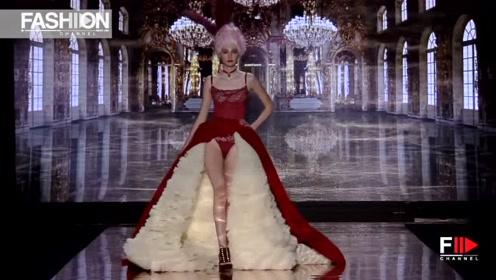 娇艳欲滴的红色裙摆,与白色相得益彰,也太美了!