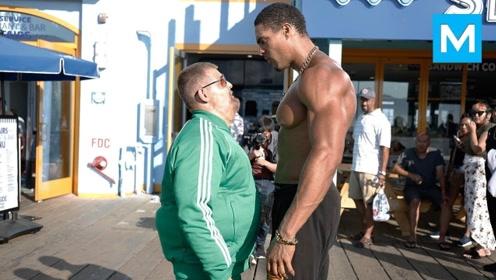 谁说胖子不行?国外男子街头挑战狂虐肌肉男,最后才发现有猫腻