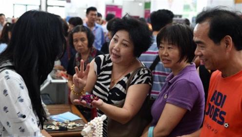 被遣送回国的20万华人,在失去双份国籍的情况下,他们咋生活