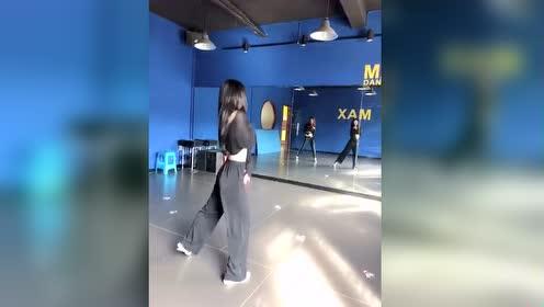 爱了,黑发仙女跳舞。不说了,我要去找舞蹈教室了