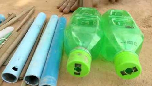 国外小伙用塑料瓶打造捕蛇装置,蛇靠近就落网,收获十分喜人