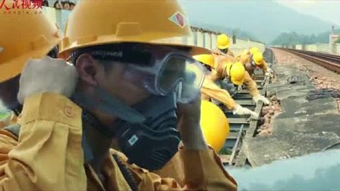 """你愿意为他们转发吗?戴防毒面具保障铁路畅通的""""秋千哥""""!"""