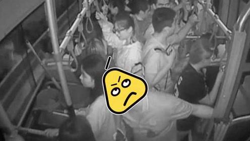 醉酒男骚扰女乘客,公交车直接开到警局