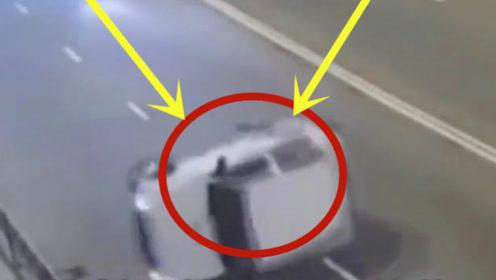 越野车超速翻车,心大司机下车后将车翻了过来,一溜烟又开走了