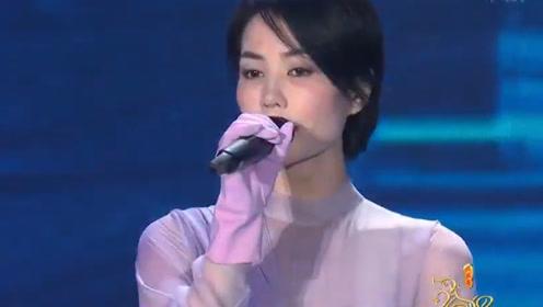 王菲唱功绝了!惊艳献唱《我和我的祖国》,空灵的嗓音迷倒众人!