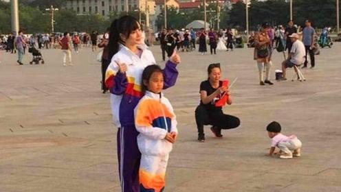 李小璐陪女儿穿校服,有妈妈的陪伴,甜馨不吵不闹超乖