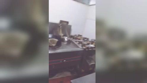 烤状元土鸡火锅,小火锅配料炒制中,欢迎新老客户光临!