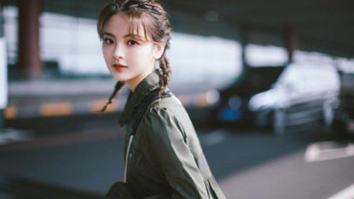 """杨超越甜酷少女风启程巴黎,被垃圾桶""""咬伤""""后反应太可爱"""
