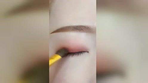 肿眼泡眼妆教程,简单易学+超级吸晴,瞬间减龄十岁!