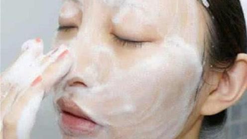 洗面奶怎样用才健康?医生曝光正确用法,怪不得皮肤越来越差!