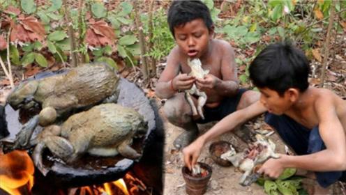 两个小孩流落荒岛,得到了珍贵的食物竟这样做,网友直呼受不了!