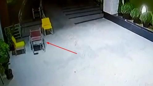 印度医院的轮椅晚上自己动了起来 员工怕闹鬼不愿上夜班
