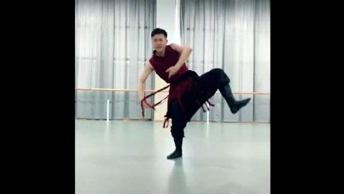 练习室的蒙古舞,自由奔放的感觉!跳蒙古舞一定要大气!