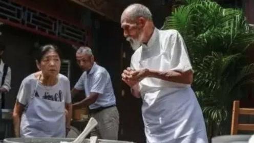 """日本的""""煮饭仙人"""",50年只做一碗米饭,来到中国后却变了"""