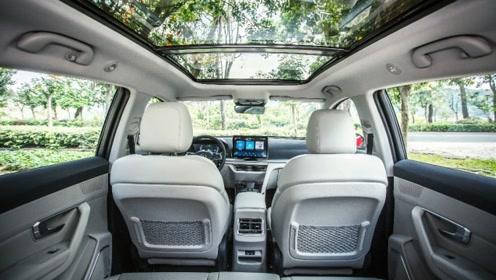 顶配11.98万元,体验30万级的品质,一上车就有想买的冲动