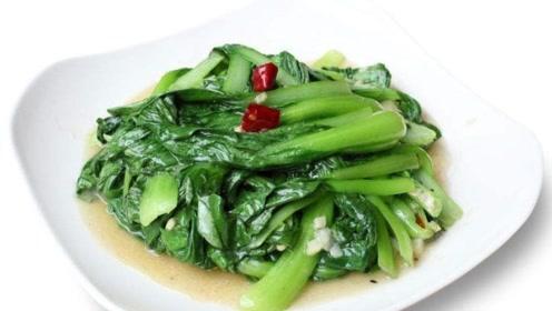 炒青菜时,别直接下锅炒,多加这一步,青菜鲜嫩美味,翠绿不发黑