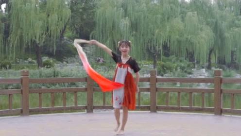 红昭愿,湖对岸的长腿美女好吸引人!