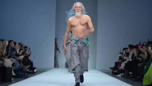 83岁老人T台走秀一夜爆红,身材如同18岁小伙,网友:真帅
