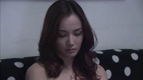 杨桃离婚后,并未选择去杜雨家开心,而是选择去闺蜜家养伤!