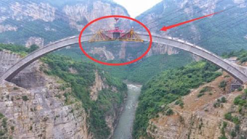 中国跨山大桥如何修建?山上没有任何支撑,看完不得不佩服工程师