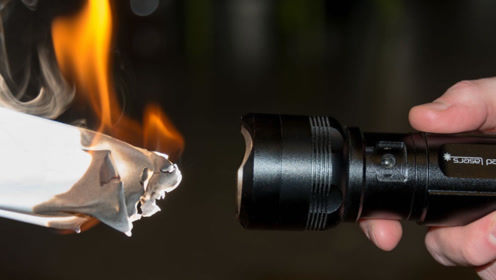 3个创意十足的手电筒,靠盐水和体温就能亮