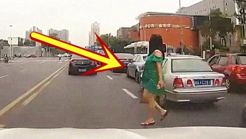 绿裙女子突然从车缝中窜出来,司机来不及刹车,直接撞飞!