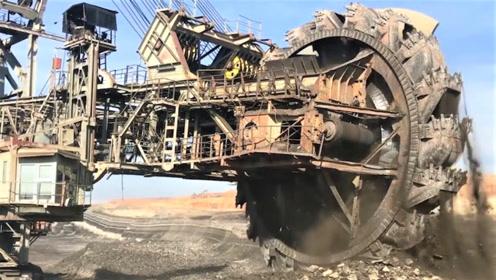 世界最大的挖掘机,比30层楼还高,一座山也不够它挖!