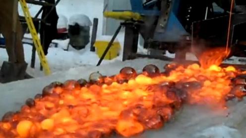 老外作死将食盐加热到800℃,在倒上冰面的那一刻,立马拔腿就跑!