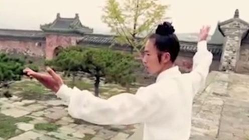 跑酷大神和中国师傅比赛爬墙,胜负只在一念之间,你猜谁胜出?