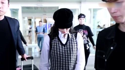 JENNIE今日机场私服,俏皮的千鸟格少女,香奈儿女孩回国啦