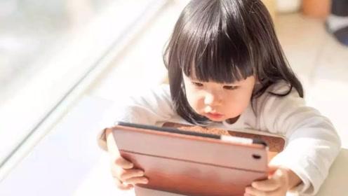 """孩子常有这4个动作,最好尽快去眼科检查,当心是近视的""""征兆"""""""