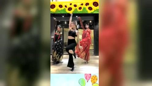 舞蹈房偶遇汉服小姐姐跳舞,接下来一幕,穿汉服跳舞真是太惊艳!