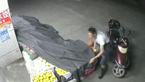 占小便宜吃大亏!凌晨偷走一个西瓜和一个梨 结果被拘留7天