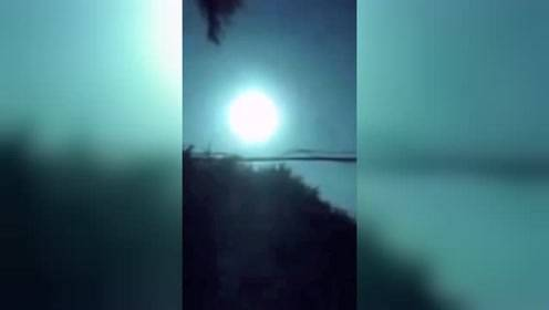 东北多地网友拍到陨石坠落瞬间犹如白昼