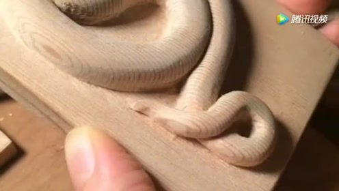 下半年煞星下凡,属蛇的看过来,大师雕刻一条蛇愿您安康