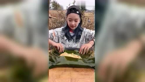 乡下妹子做海带包饭,出锅那一刻,这样的美食真下不了口!